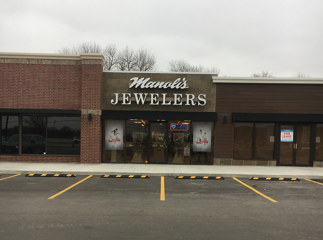 Manoli's Jewelers Open Every Day until Christmas